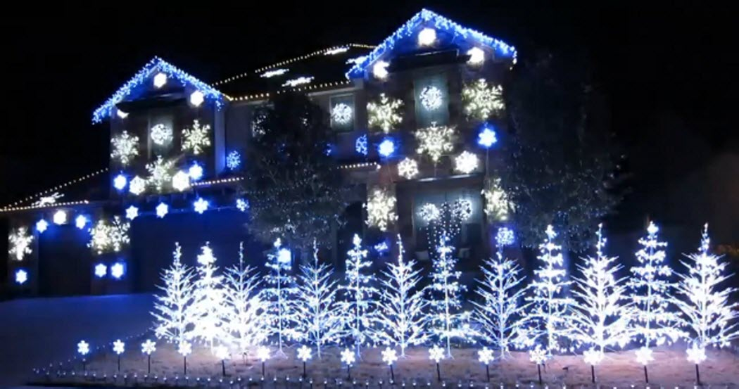 What a Display… And Music Along with it – Christmas Light Show